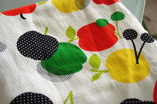 Love this vintage pattern fabric.
