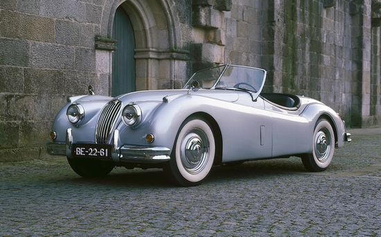Jaguar XK140 - classic town & country sport car from the '50s.