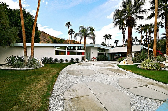 I'm in love with the mid-century modern architecture in Palm Springs. So pretty.