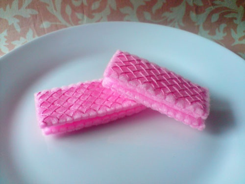 felt wafer cookies...they look good enough to eat!