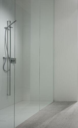 Wall, Minimalist bathroom design by Casabath _