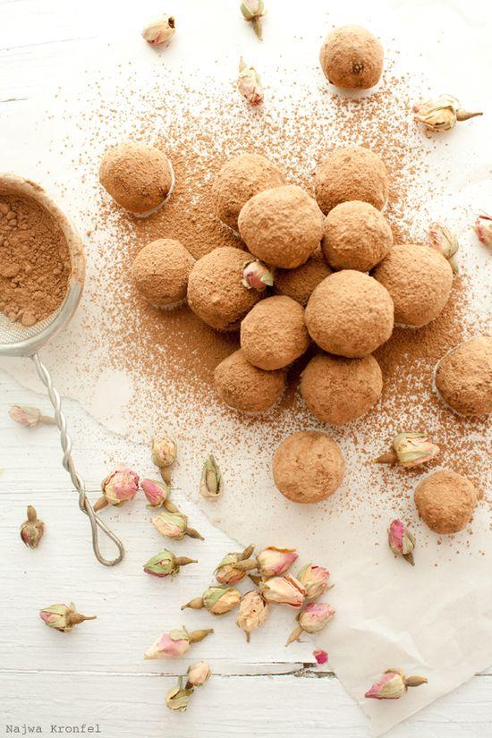 ... dark chocolate rose truffles ...
