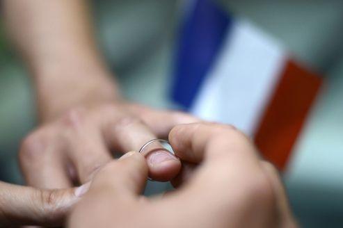 Mariage gay : une première ébauche du projet de loi
