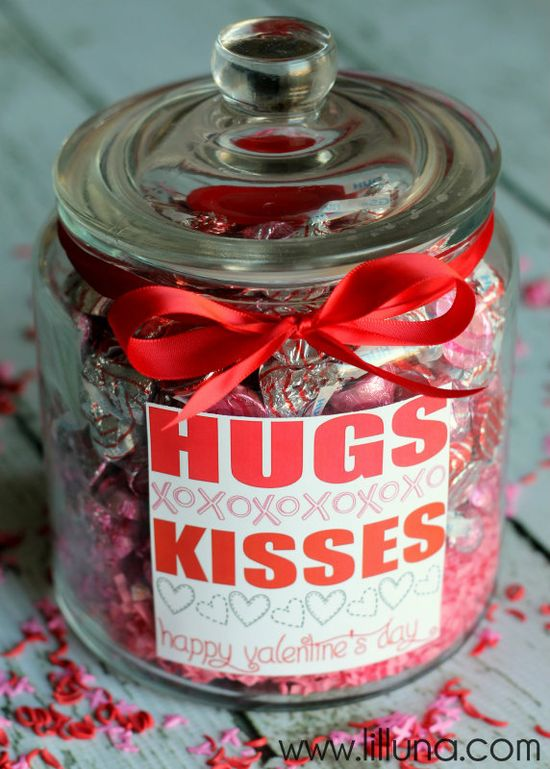Valentines HUGS and KISSES Jar Gift idea and print on { lilluna.com } #valentines