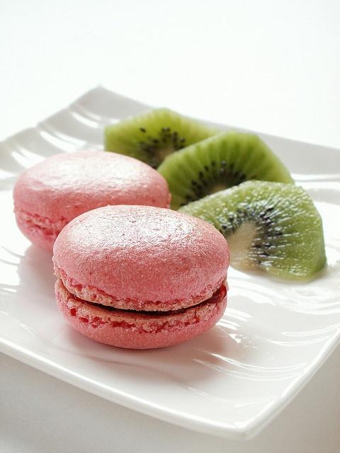 raspberry macaroons...