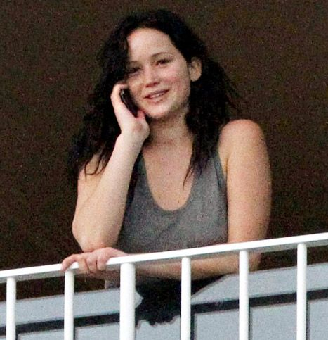 Jennifer Lawrence, Newly Brunette, Goes Without Makeup in Hawaii:i wish all us girls could learn from her