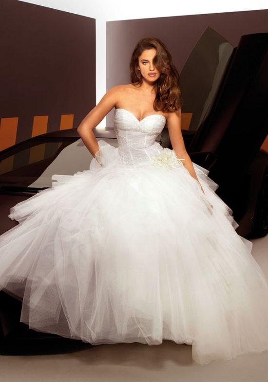 #Wedding style: Irina Shayk for Alessandro Angelozzi Couture 2013