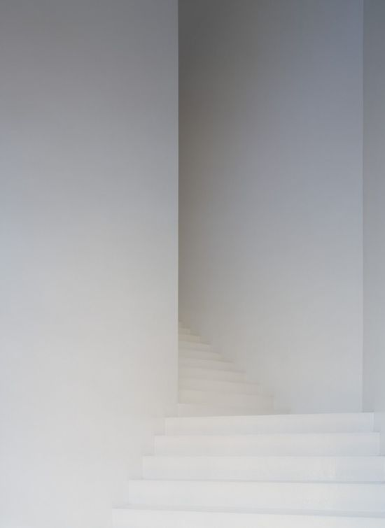 Casa dos Cubos, white staircase _ by architect Embaixada  _