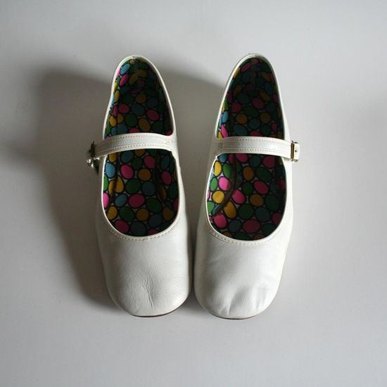 Vintage Mary Janes: Size 7/7.5. These look so soft and gently broken in. $32.