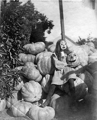 love these vintage halloween photos
