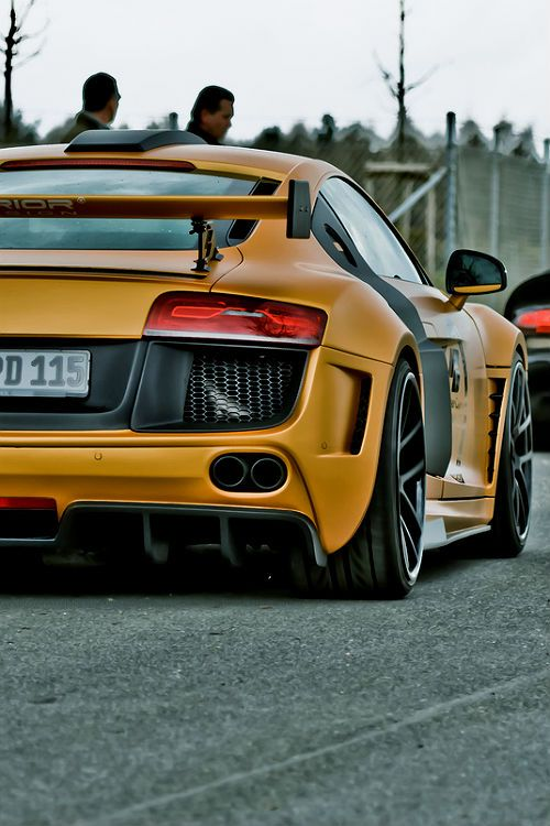 Effortlessly cool Audi R8 via carhoots.com