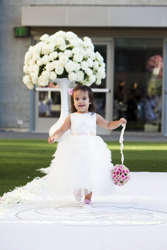 What a sweetie pie! Photography by lunaphoto.com, Floral Design by isariflowerstudio...
