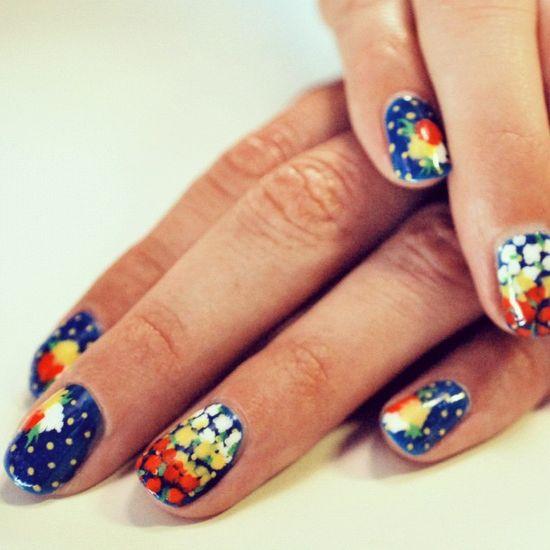 dot + floral mani