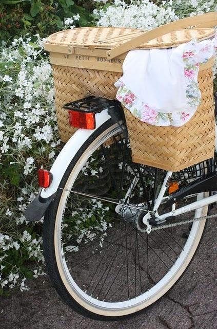 Picnic bicycle basket