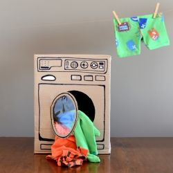 Make this cute and fun Washing machine using cardboard! Tutorial here! (in Portuguese)