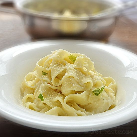 Light Fettuccine Alfredo by diettaste: Lightened with pureed cauliflower, this is healthy but still creamy! #Fettuccine_Alfredo #Light