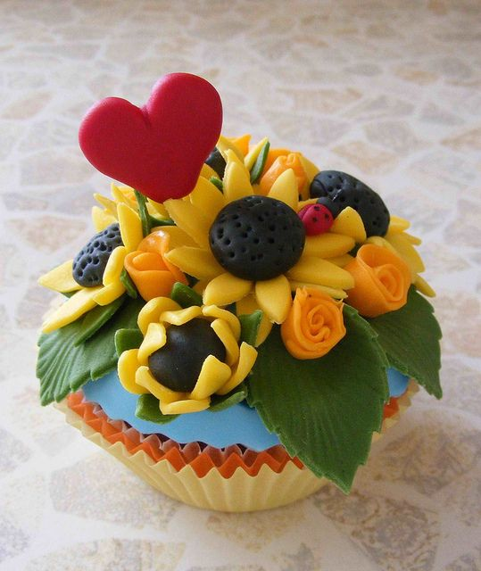 Sunflowers cupcake by bubolinkata, via Flickr