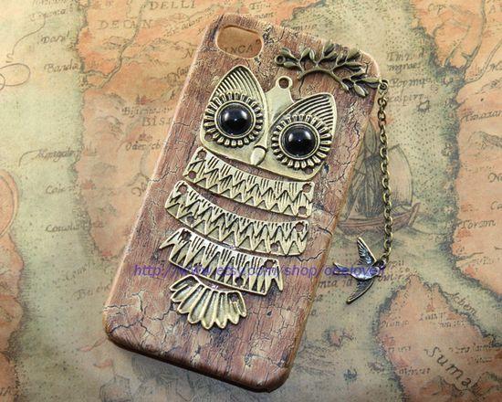 Cute Owl iphone case,lovely fly bird PU leather case for iPhone 4 Case, iPhone 4s Case, iPhone 4 Hard Case. $12.99, via Etsy.