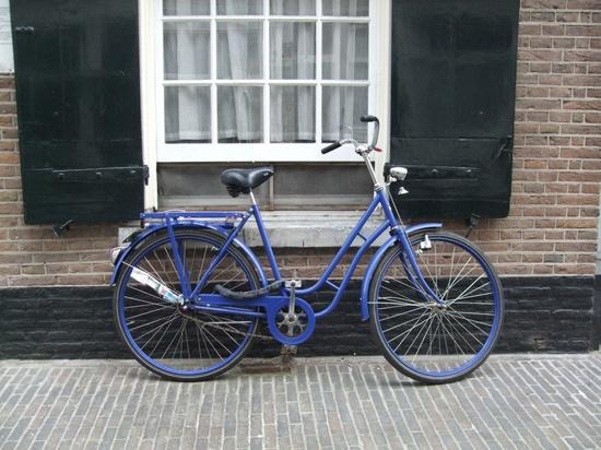 niebieski rower Amsterdam