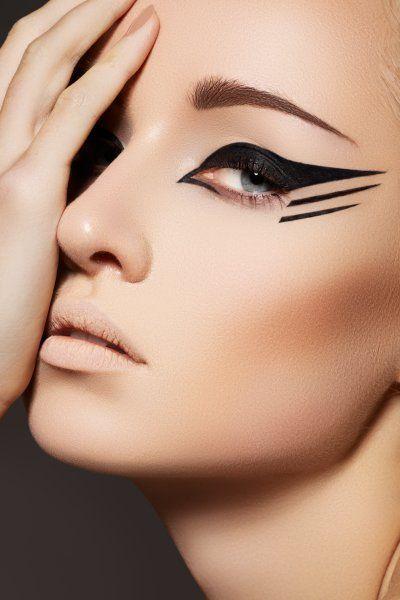 MakeUp - Eye Liner - looks like a bird