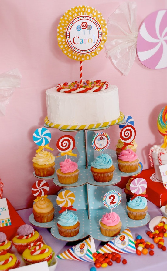 candy party cupcake and cake (www.venspaperie.com)