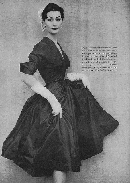 Such a femininely elegant early 50s look. #vintage #fashion #1950s #dress #gloves
