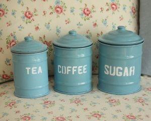 Vintage kitchen - myLusciousLife.com - retro kitchen containers.jpg