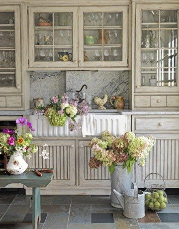 Country kitchens and flowers go great together.