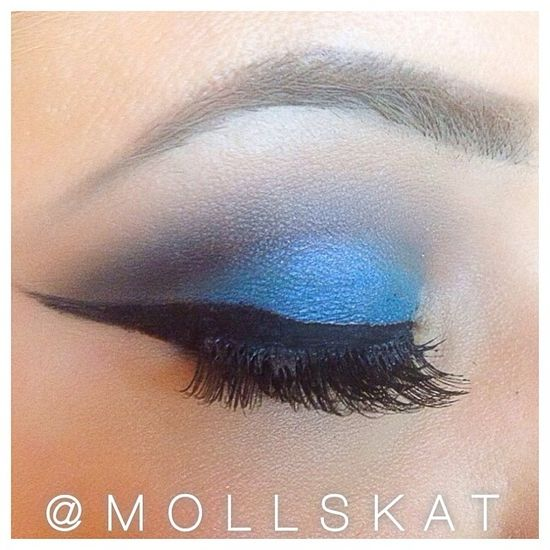 blue smokey eye makeup idea