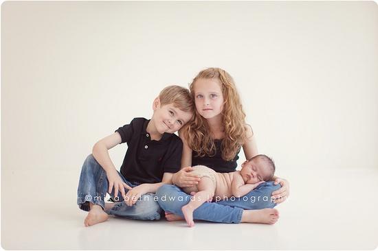 great newborn sibling pose!