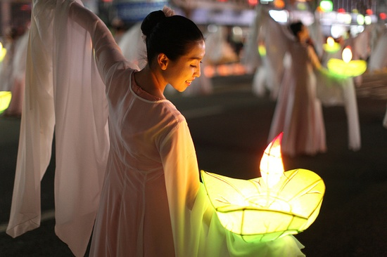 Lotus Lantern Festival (South Korea). 'A week never passes in Seoul without some major festival or event. One of the most spectacular that is well worth building your travel plans around is the Lotus Lantern Festival, which happens in May in celebration of the Buddha's birthday.' www.lonelyplanet....