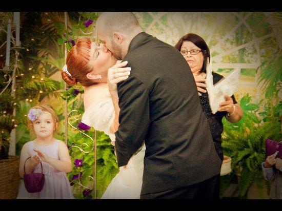 #bestphotobombever #weddingkiss #love #renataluque #photobomb #funny #ellen