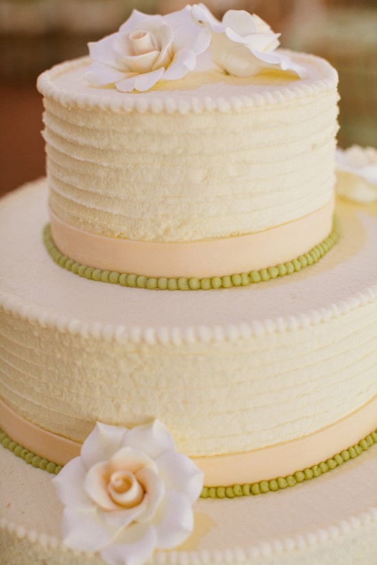Love the texture on this cake. Photography by katiestoops.com