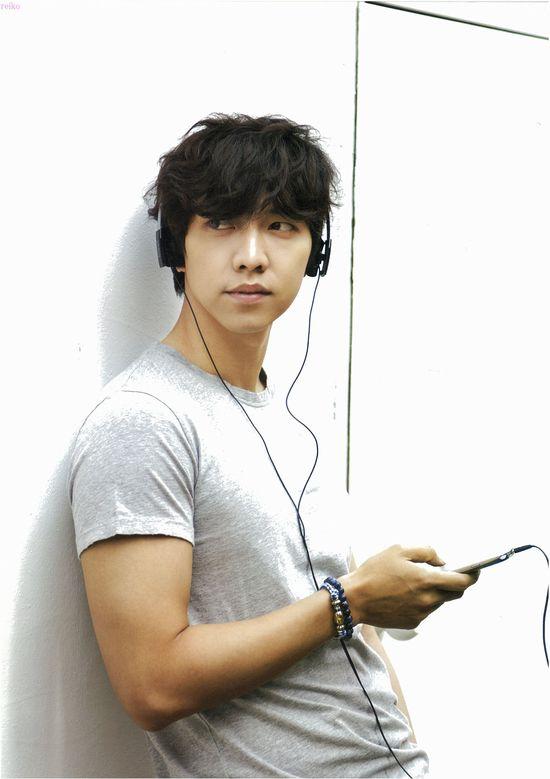 Lee Seung Gi Official Calendar 2013