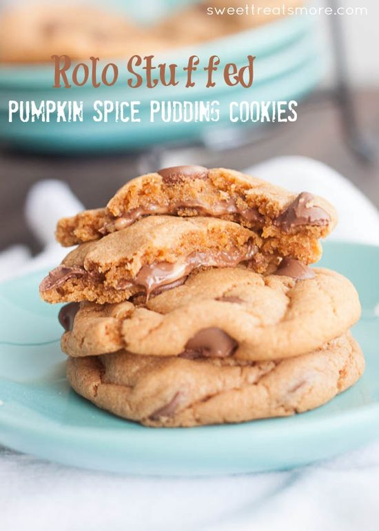 Rolo Stuffed Pumpkin Spice Pudding Cookies ...these look amazing! #cookie #recipes #desserts