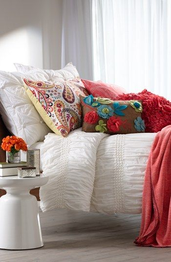 Absolutely loving these pretty pops of color! And these lovely textured linens.