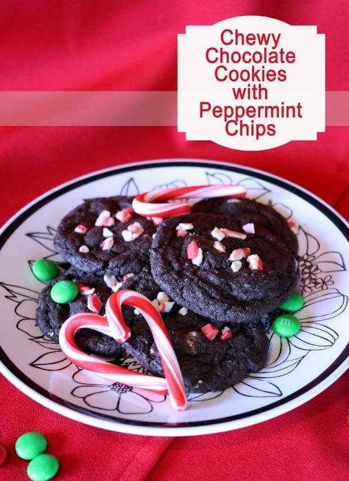 Chewy Chocolate #Cookies with Peppermint Chips by Remodelaholic on iheartnaptime.net ... these look delicious!