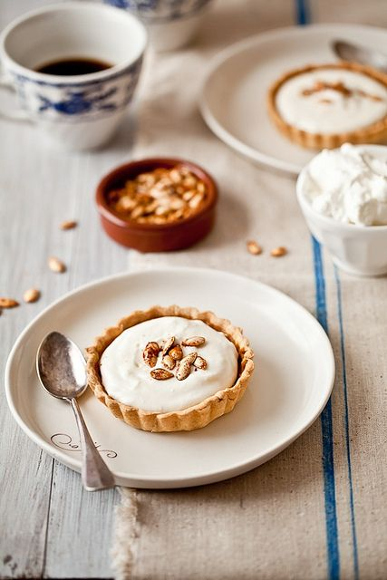 ... pumpkin bourbon tart with mascarpone cream ...
