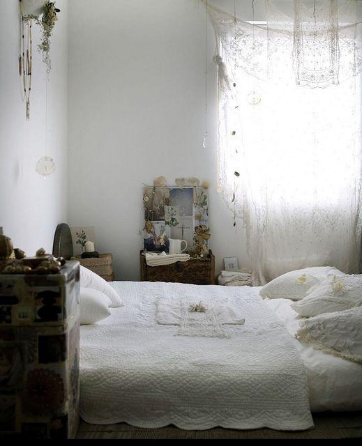 Serene & unpretentious bedroom ~ inspiring spaces by Debi Treloar