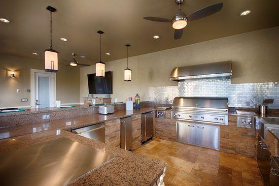 Outdoor kitchen - Interior Design by Ruth Stieren, Baer's Altamonte Springs