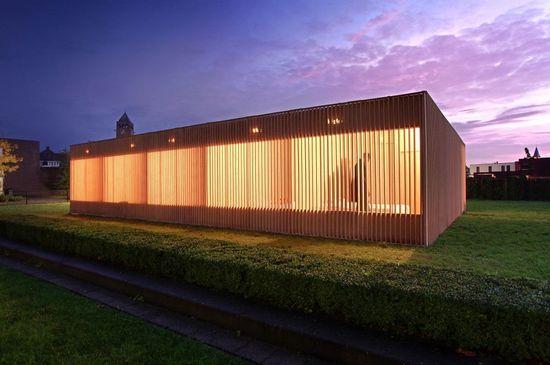 Temporary Hotel / IAA Architects.
