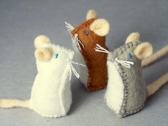 Felted mice  #diy #crafts www.BlueRainbowDe...