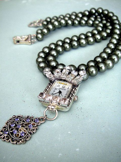 Queen Timesby Necklace