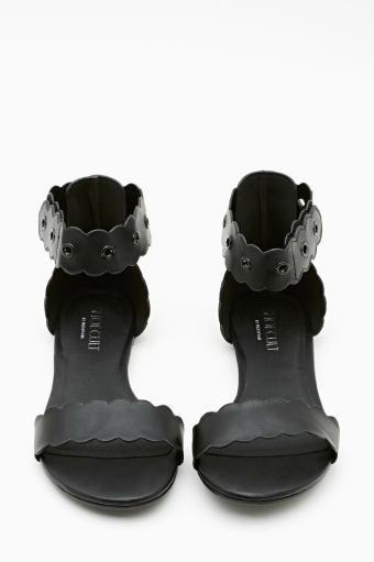 Twiggy Sandal in Black. #ShoeCult by #NastyGal