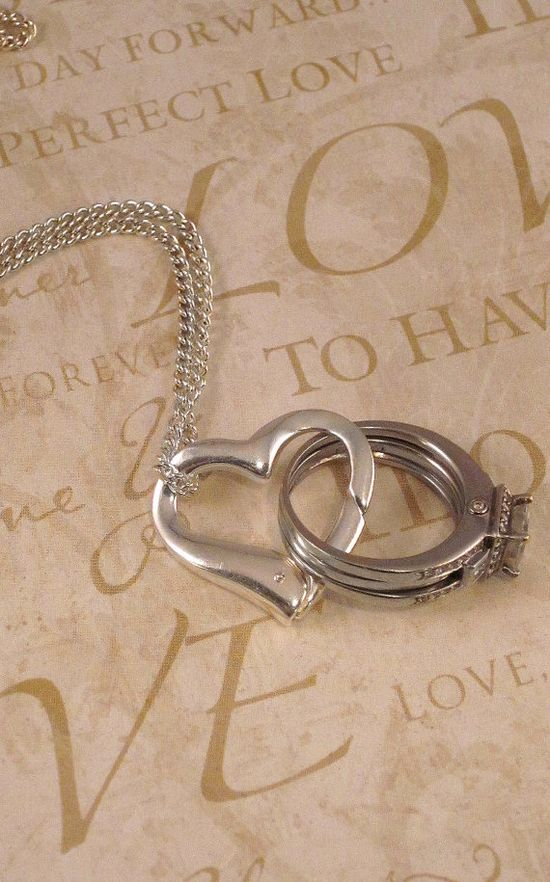 Necklace that clips to your ring when you can't wear it - great for cooking/baking/cleaning......Yes please!!