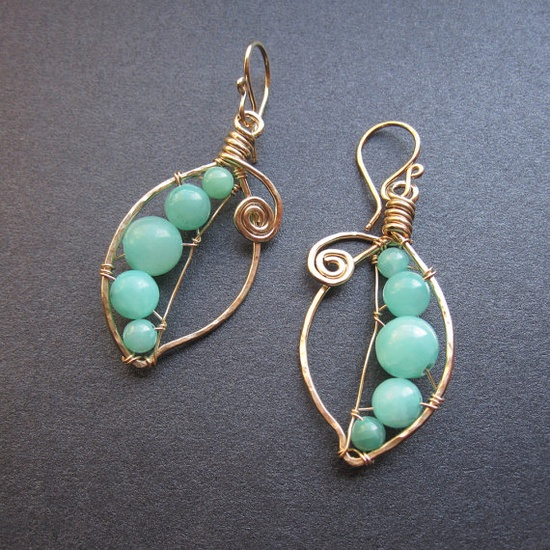 Wire wrapped nature inspired earrings.