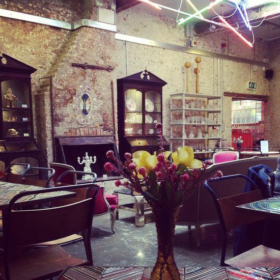 cafe interior  3 garçon cafe