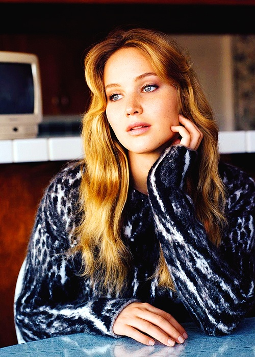 Jennifer Lawrence???? she is definitely one of my favourite actresses. She did amazing on the role of katniss(hunger games)! She's funny and beautiful ???? perfect ????