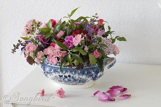DIY:: Secret to arranging a flowers  (chicken wire) tutorial