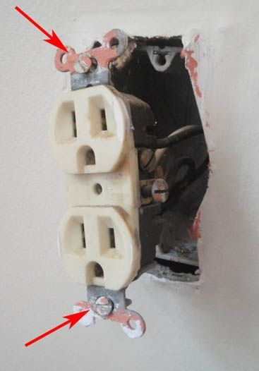 Changing Out an Old (UGLY) Outlet, what every woman should know how to do..